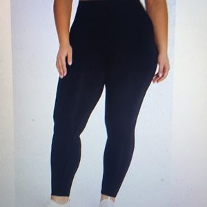 Woman's Plus Size Butt Booster Ankle Leggings